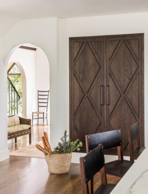 Una casa mediterránea interesante debate entre lo rústico y lo minimalista