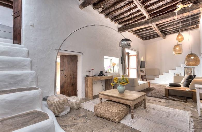 Casas de estilo mediterráneo en madera y piedra
