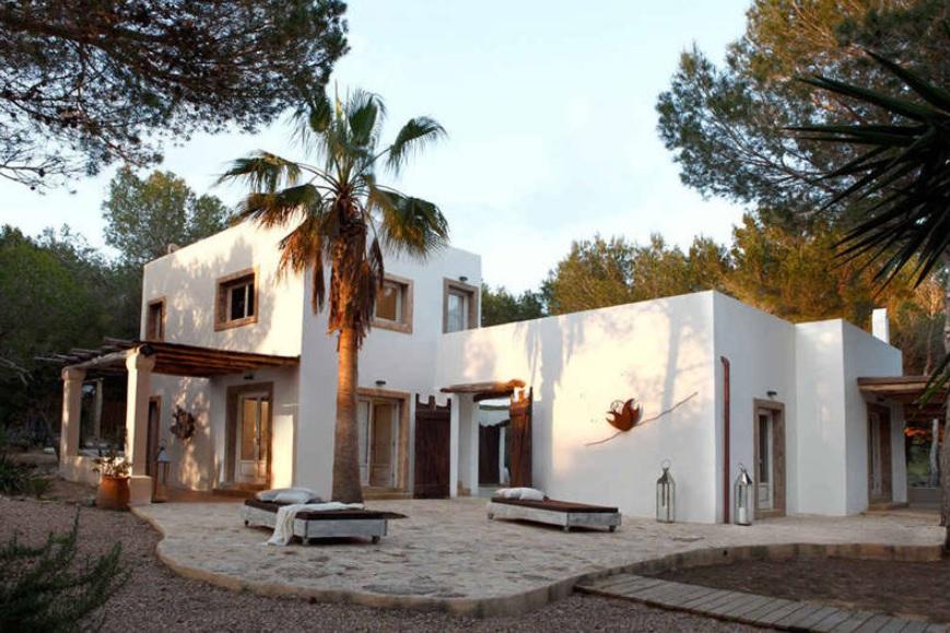 Un diseño moderno de casa mediterránea de 2 pisos