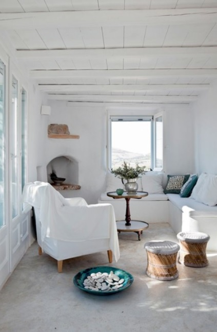 blanco en esta casa estilo mediterráneo griego