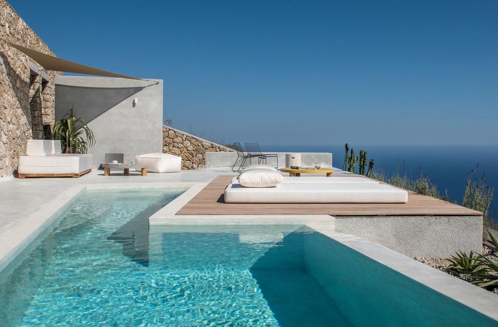 Casas griegas mediterráneas con piscina
