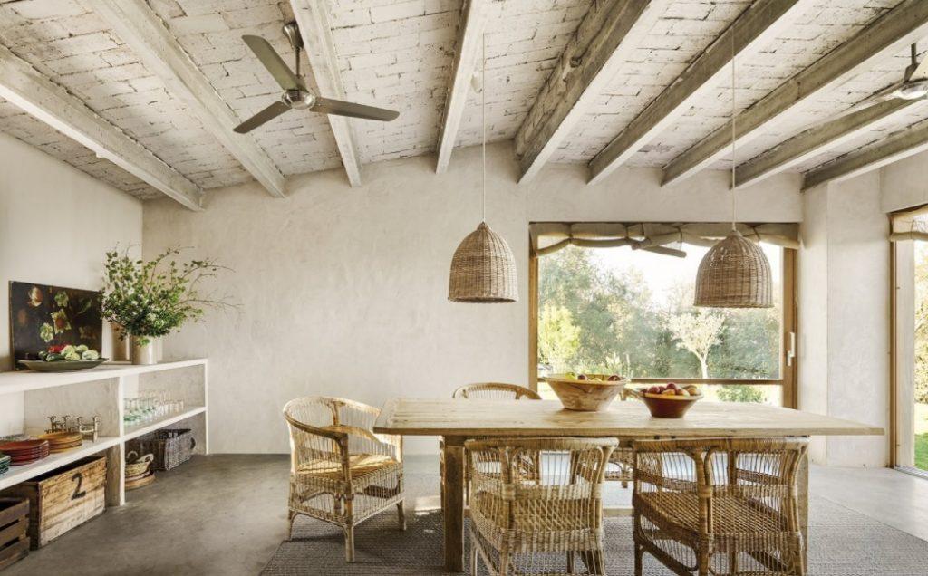 Una oda a lo rústico y natural en esta casa mediterránea de un piso