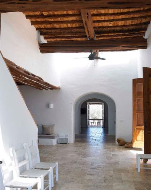 El contraste equivale a equilibrio en esta casa mediterránea de un piso