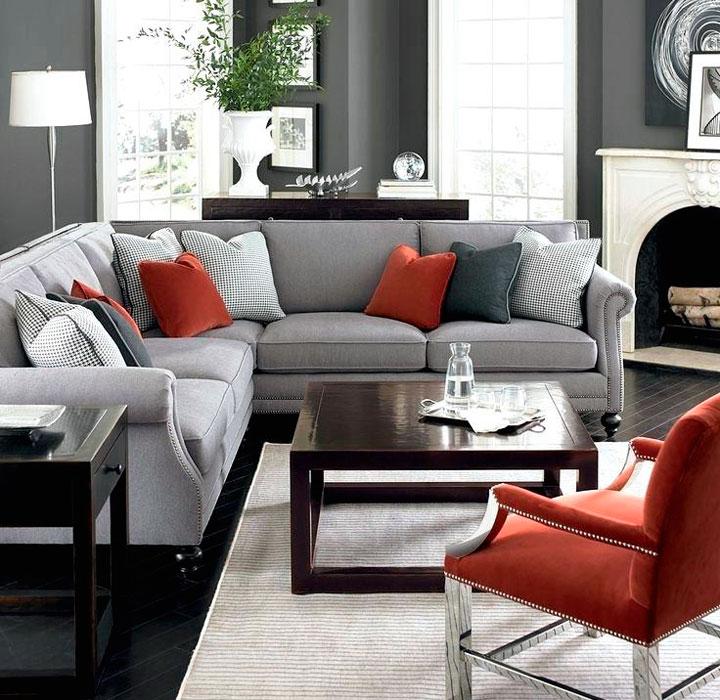 Combinación de butacón rojo con sofá gris