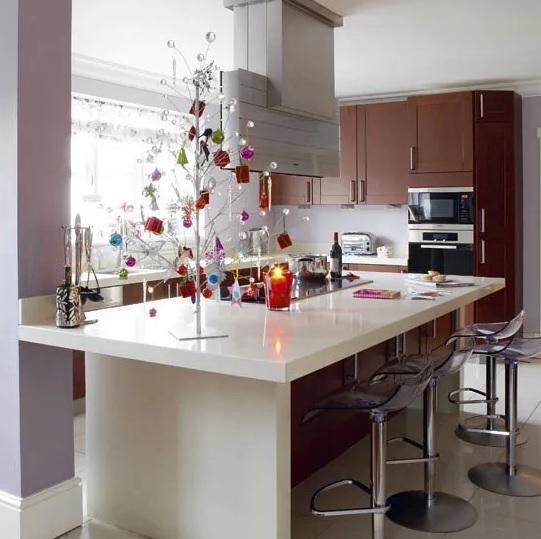 decoración navideña para barras de cocina con arbolito
