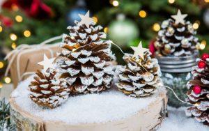 Decorar Piñas de Pino en Navidad