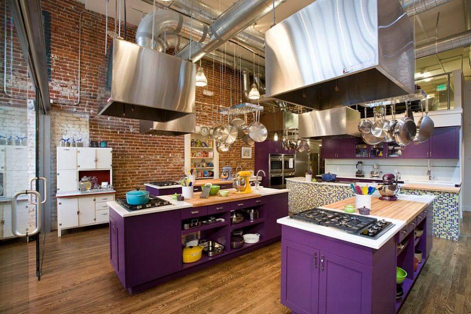 Llegó el color a esta cocina industrial