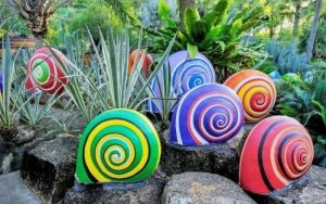 Jardines decorados con piedras pintadas