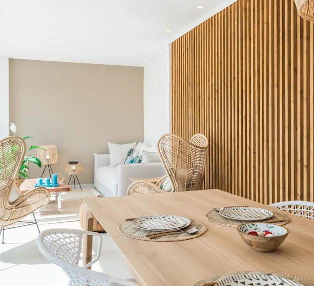 Pisos con estilo mediterráneo con muebles de madera