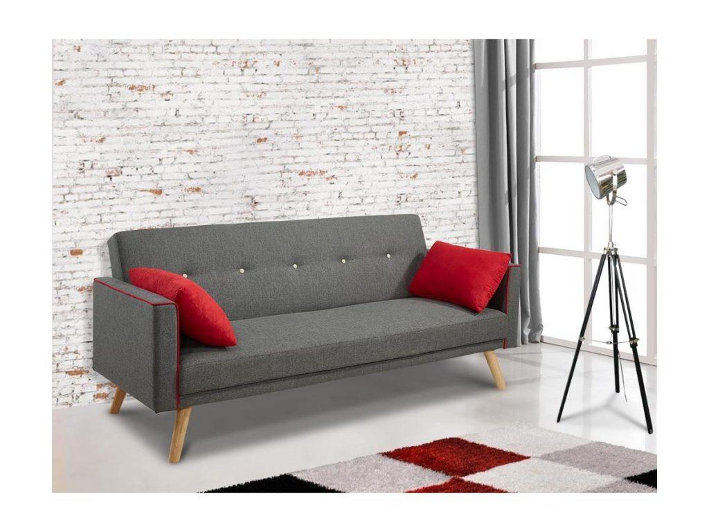 Sofá básico gris con cojines rojos