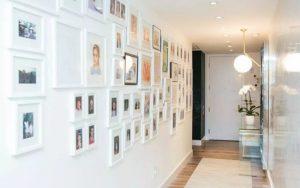 decorar un pasillo con fotos