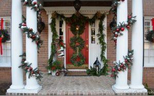 olumnas adornadas de navidad